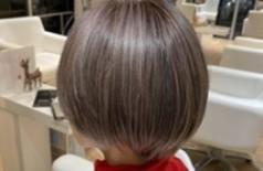 白髪を敢えて攻めるヘアカラー おピンク満開シルバー
